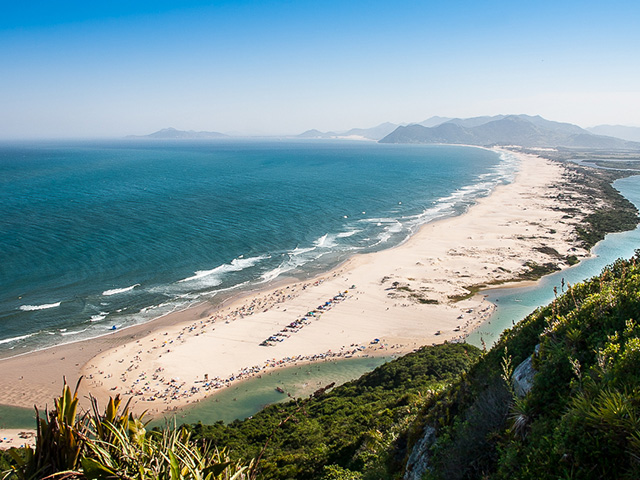 PRAIA DA GUARDA DO EMBAÚ – 15 KM
